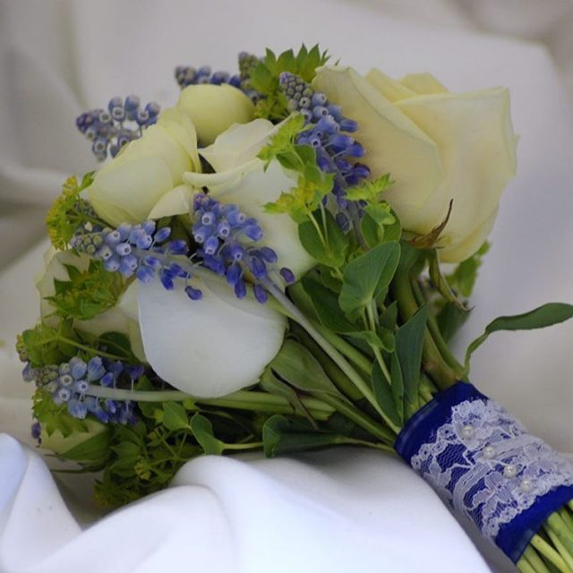 weddingbouquet weddingflowers greenroomflowers muscari springwedding